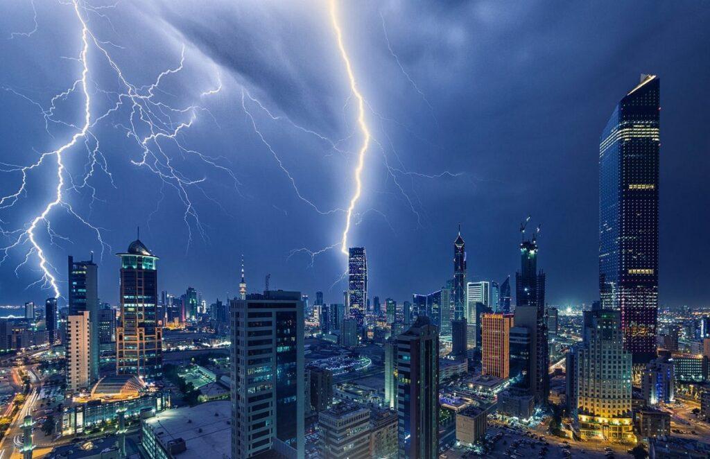 Опасна ли молния в большом городе